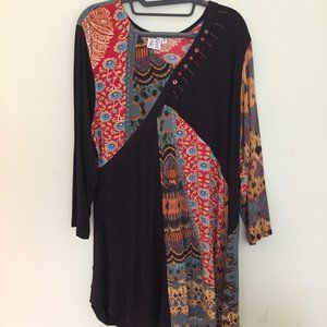 Tunic length top, V-neck, w/ beautiful accents, XL